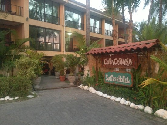 Copacabana Hotel & Suites: the hotel entrance