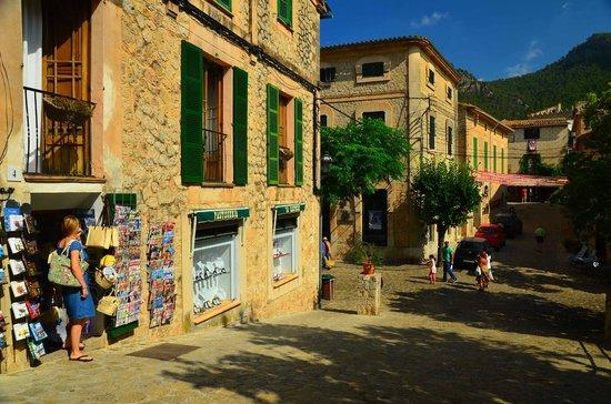 BelleVue Vistanova: Valldemosa street view