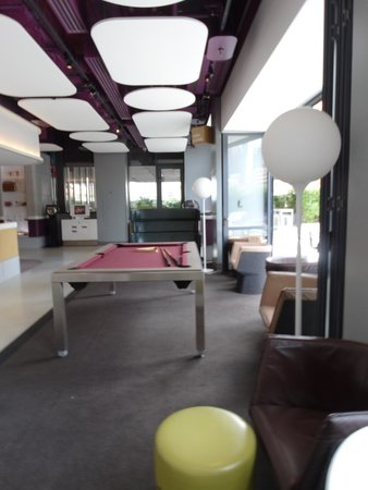 YOTEL New York at Times Square West: Lounge area on Fourth Floor