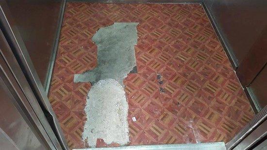 IBEROSTAR Laguna Azul: Ascenseurs délabrés qui fonctionnent très mal, 5 étoiles vous disiez ?