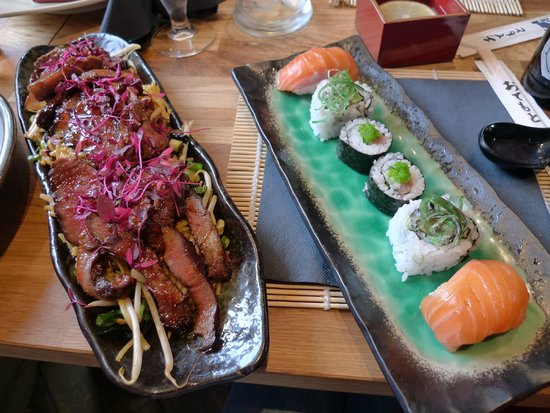 Momo No Ki - Ramen Noodle Bar: Crazy 88 - Platter for two. Sushi and BBQ beef on yakisoba. Yum!