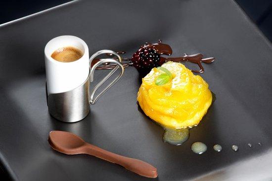 Sur Restaurant: Pie de Manzana con salsa de maracuyá, espresso y chocolate.