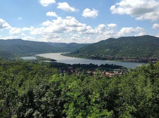 Cityrama Sightseeing - Day Tours: Vista del famoso recodo del Danubio desde Visegrad