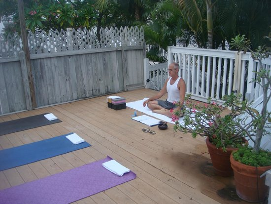 Alexander's LGBT Guesthouse: Getting ready for Morning Yoga at Healthy Living Rtreat 2014