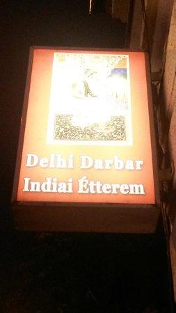 Delhi Darbar: Restaurant-Reklameschild