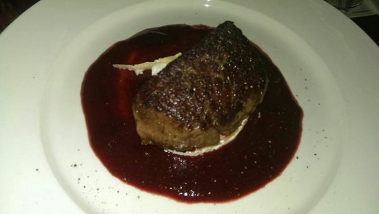 Van Kerkwijk: Steak with goats cheese and strawberry sauce