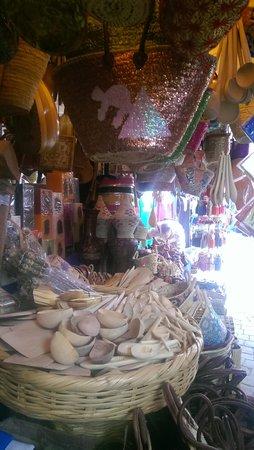Marrakech Souk: artisanat serghini n'31 au souk kimakhine marrakech