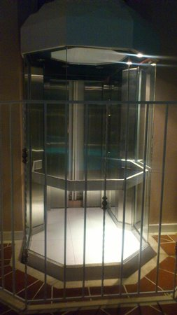 Mitsis Rhodos Village Beach Hotel: Glass lift 'Out of Order'