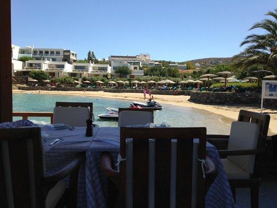 Porto Elounda Golf & Spa Resort : restaurant down by the private beach