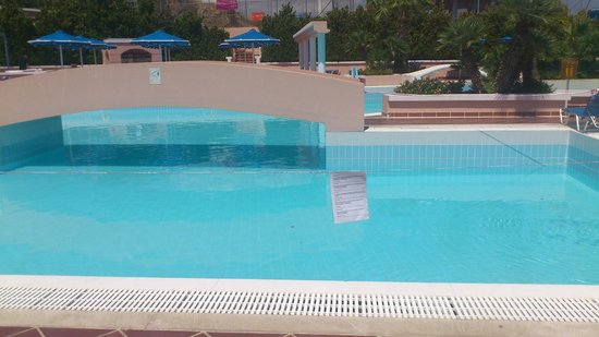 Mitsis Rhodos Village Beach Hotel: Main Pool 'Out of Order'