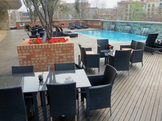 City Lodge Hotel Fourways : Pool area.