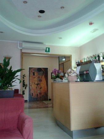 Hotel Vallechiara: reception / bar - porta ristorante