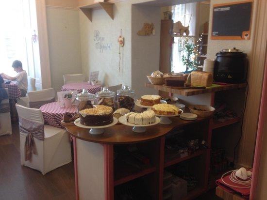 Pinnochios Tearoom: Tearoom