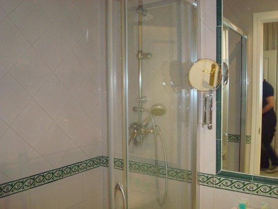 Hotel Puerta de Sevilla : Doccia