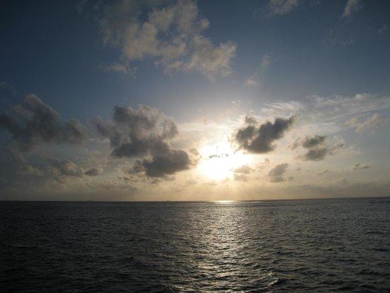 Olhuveli Beach & Spa Maldives : Tramonto