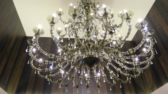 LaGare Hotel Venezia - MGallery by Sofitel : superbe lustre dans hall hôtel