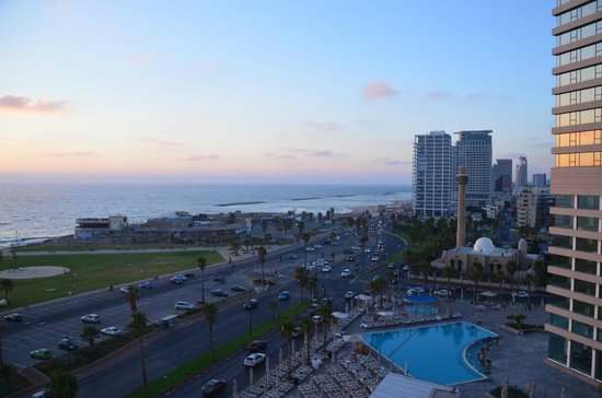 Dan Tel Aviv Hotel: View from room at dusk