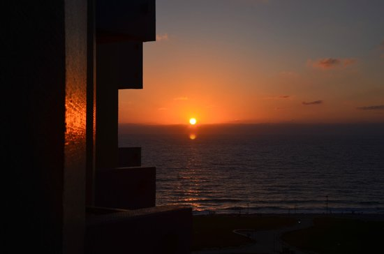 Dan Tel Aviv Hotel: Sunset from room