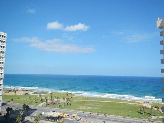 Dan Tel Aviv Hotel: View from room of Mediterranean Sea