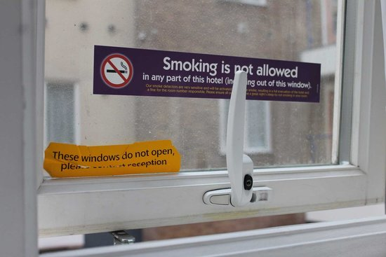 Premier Inn London Kings Cross Hotel: Windows don't open? But they do!