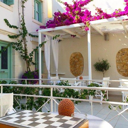 Mythos Suites Hotel: Terrace
