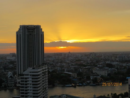 lebua at State Tower: Sunset from the balcony