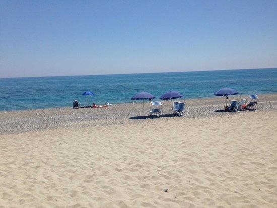 La spiaggia dell hotel mare cristallino e sopratutto for Hotel meuble park spiaggia