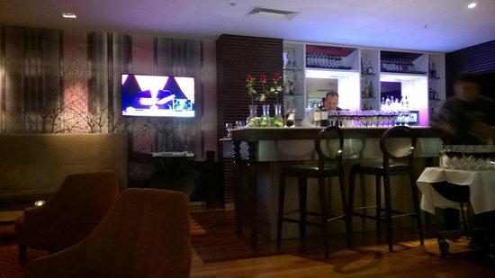 NM Lima Hotel: bar