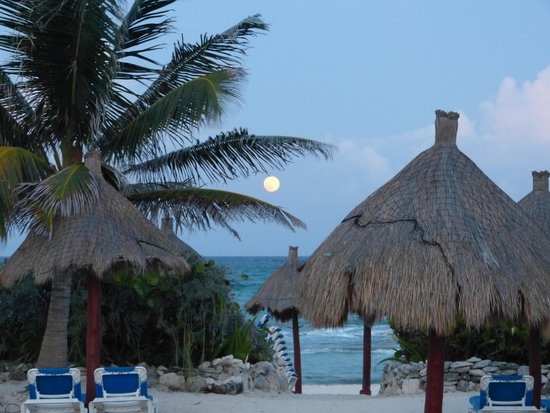 Luxury Bahia Principe Akumal Don Pablo Collection : Beach view from Gran Tortuga outside seating area