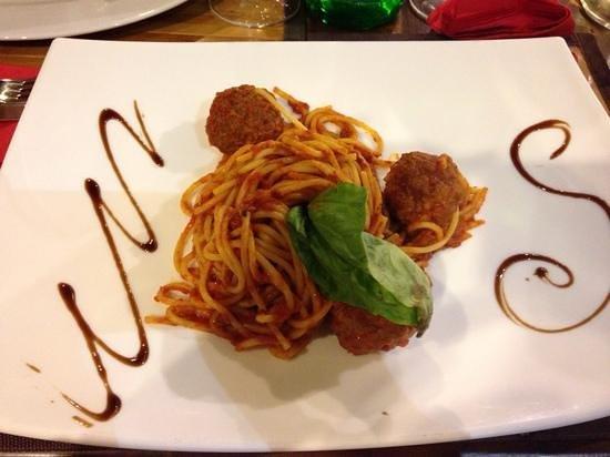 Inn Bufalito Taverna Mediterranea: spaghetti con le polpette