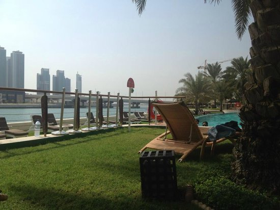Beach Rotana - Abu Dhabi : Lounging By The Pool ..