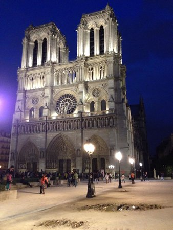 Catedral de Notre Dame: View at late Sunday's night