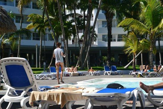 Hotel Riu Naiboa: Nice pool full of palm trees