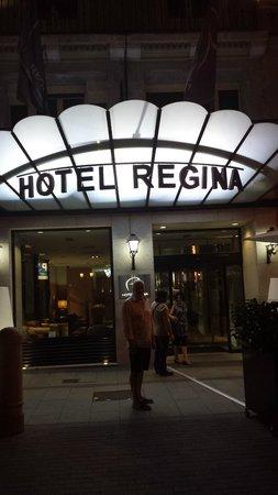 Hotel Regina: Front entrance