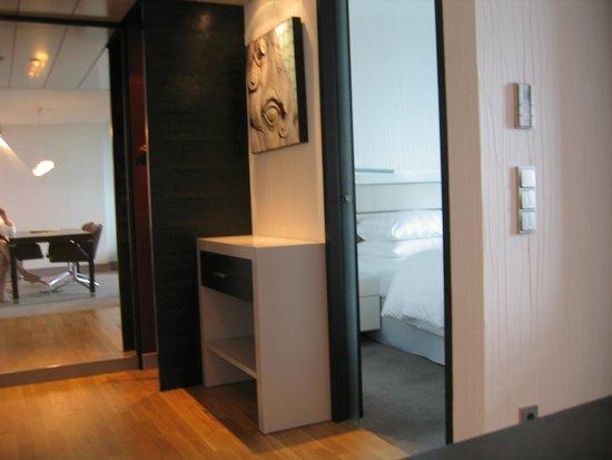 InterContinental Berlin : Hallway into bedroom
