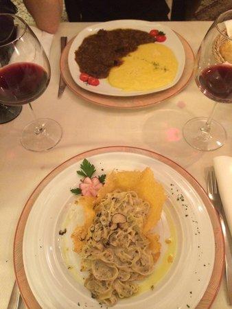 La Vecia Mescola: Pâtes aux truffes du menu et cheval avec polenta