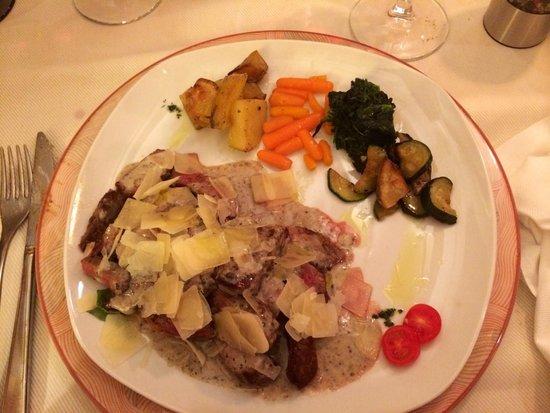 La Vecia Mescola: bœuf sauce champignon et parmesan