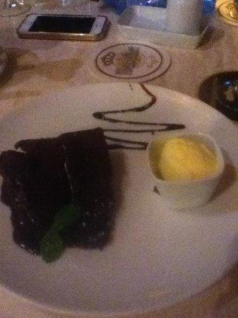 Tipsy Terrace Bar & Bistro: Great fudge cake
