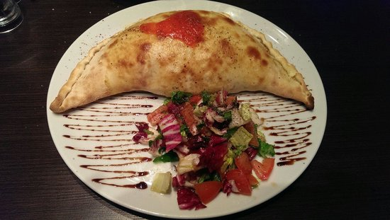Castello: Awesome calzone