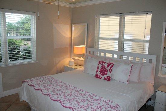 WalkAbout Beach Resort: Chambre avec très grand lit !