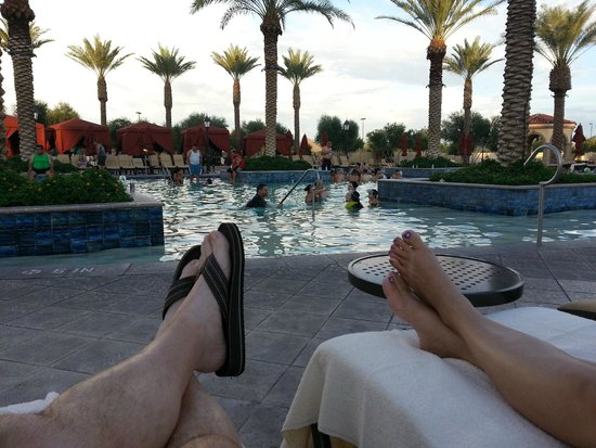 Casino Del Sol: relax poolside