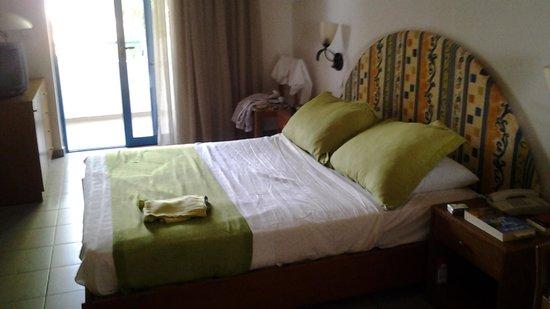 Sunrise Hotel: chambre du bâtiment principal