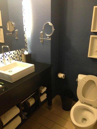 Kimpton Solamar Hotel: bathroom