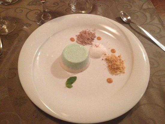Konoba Nebuloza: Panna cotta alla mela verde