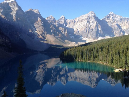Moraine Lake: Amazing morning view