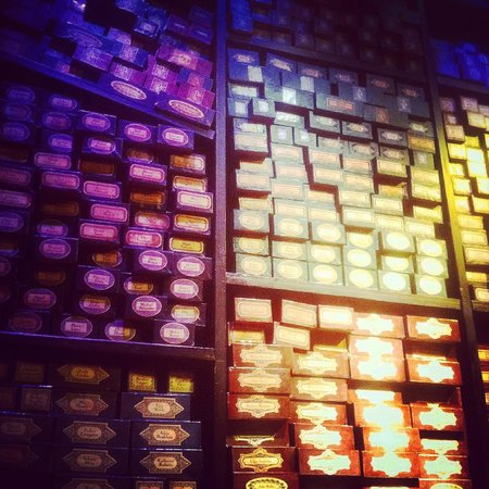 Warner Bros. Studio Tour London - The Making of Harry Potter: ollivanders