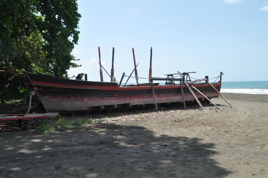 The Point Sports Bar & Grill: The Pirate Ship