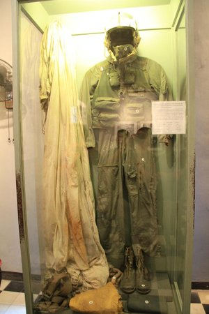 Prisión de Hoa Lo: The flight suit of Senator John McCain, shot down by the Vietnamese and where the Senator was im