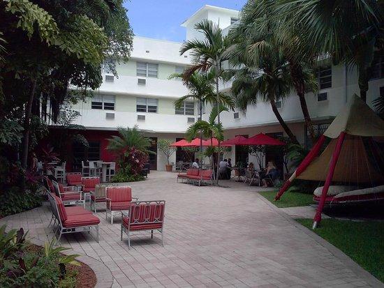Dorchester Hotel: Le patio