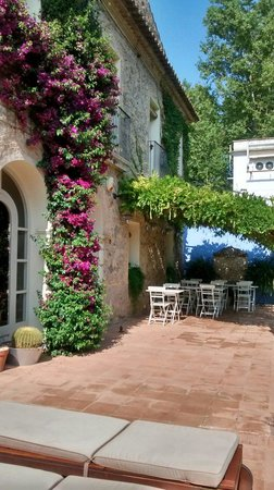 L'Hort de Sant Cebrià: Porche desayunos en verano